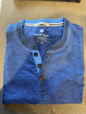 Henley V met knoopjes logo